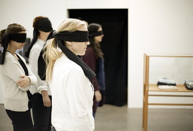 Emmeli Person och Emelie Carléns blindvisning av utställningen 5 second culture Lördagen den 12/5