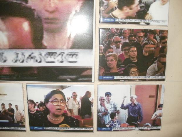 Giorgi Tabatadze: Untitled, 2011, videoinstallation:TV footage -3:29 min, mosaik (utskrifter på keramiska plattor) 60x80 cm,