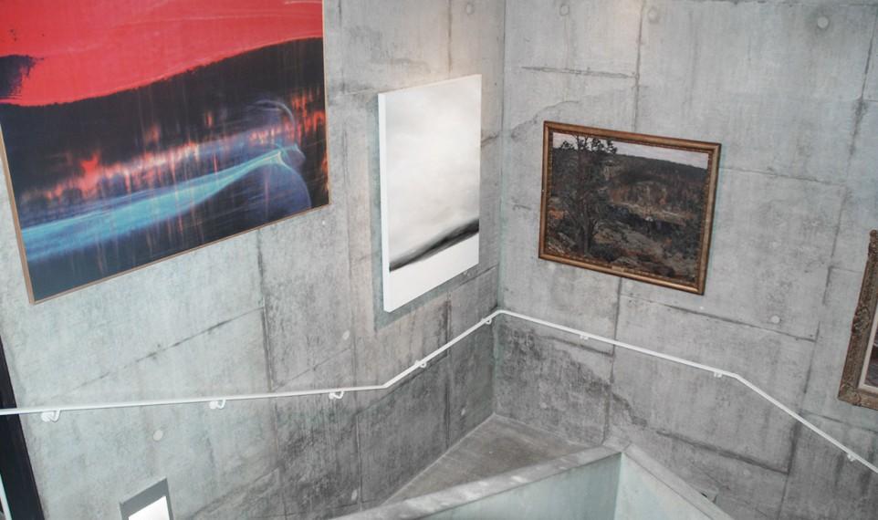 Landskapsmålningar i trapphuset