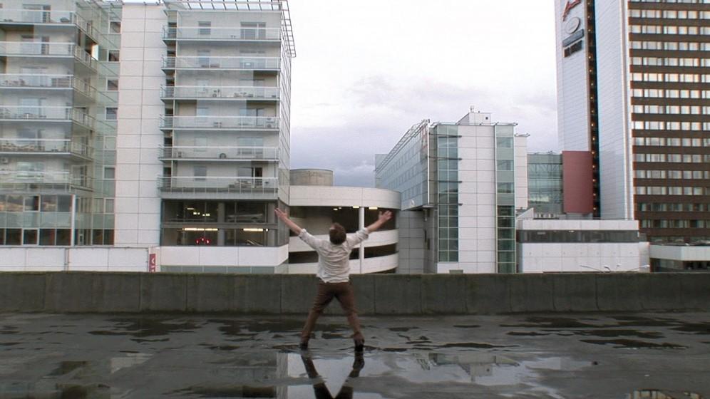 Johnson and Johnson, IF I WERE A RICH MAN, 2010, DVD-video, 5´20´´Med tillstånd av konstnärerna