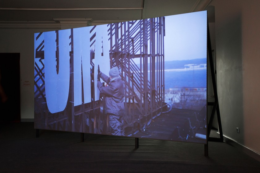 Marge Monko, Installation view of Red Dawn (2013), Single channel HD video with sound, 4:10, Foto: Anu Vahtra
