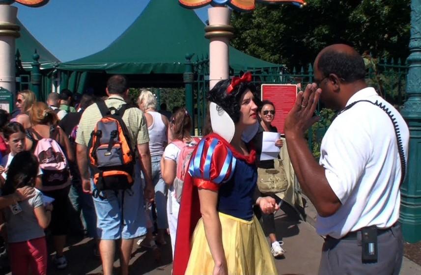Pilvi Takala, Still, Real Snow White, 9:15 min, video