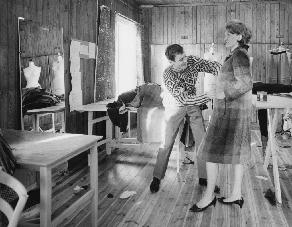 En av Ebba von Eckermanns designers, Lars Hillingsø i sin studio, ca 1963-1966  fotograf okänd
