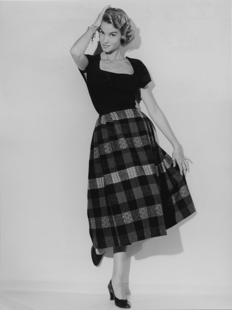 Diors kjolmodell  Gueule-de-loup som Ebba von Eckermann designat väven Humoresque till, . Foto Jacques Decaux