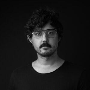 Porträtt av fotografen Simon Mlangeni-Berg